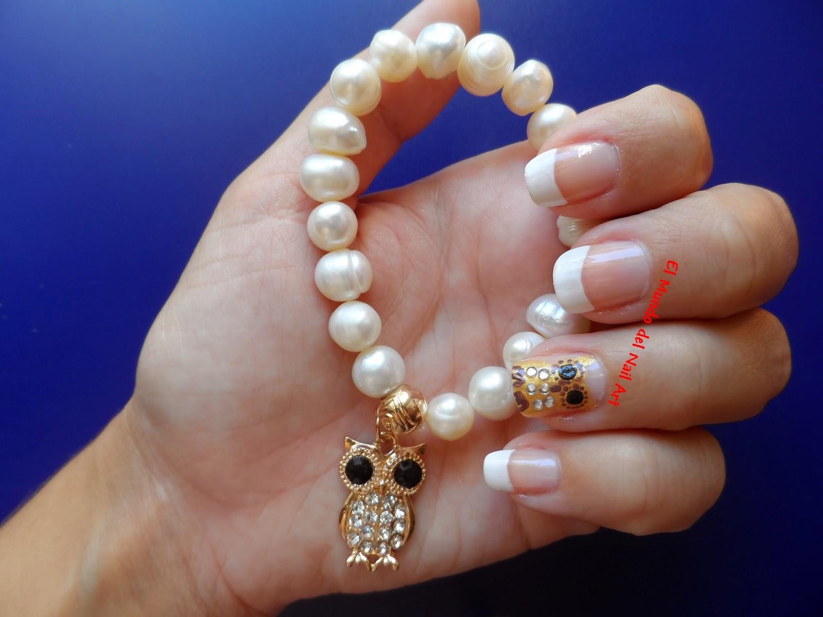 Esta pulsera con perlas cultivadas y decorada con un búho dorado tiene un precio de 4,80\u20ac y podeis verla en la web aqui. Me tardó solo una semana en llegar