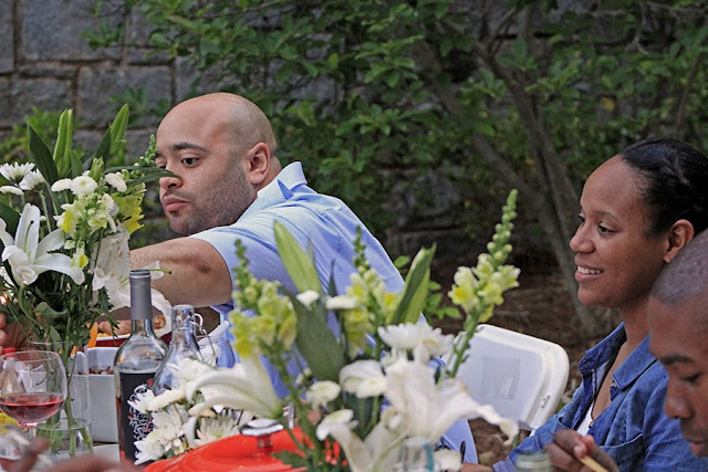 Eating at an outdoor dinner party | Cordier Event Planning