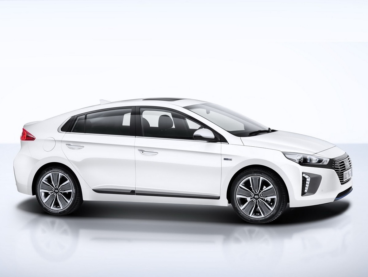 2017 hyundai ioniq electric plug in hybrid and hybrid. Black Bedroom Furniture Sets. Home Design Ideas