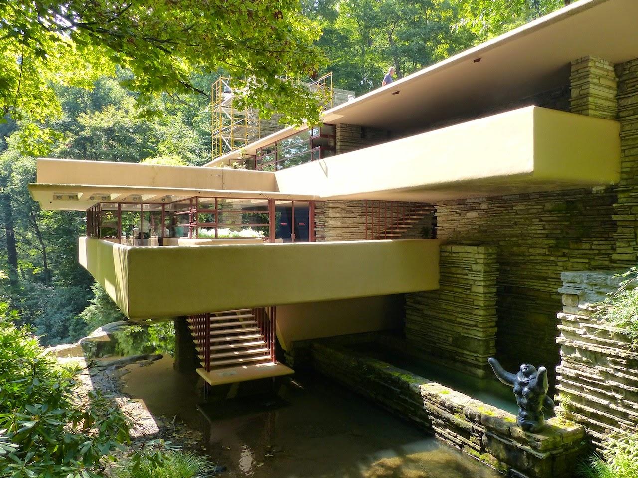 Frank lloyd wright la maison sur la cascade interieur for Maison cascade
