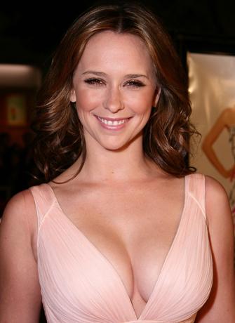 Jennifer Love Hewitt will go all Nude