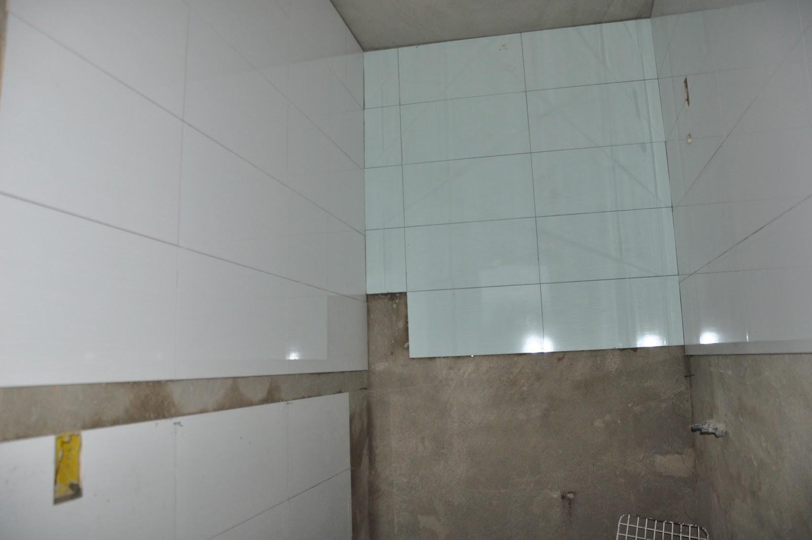 Para este banheiro escolhemos usar os revestimentos na horizontal ! #625B4E 1600x1063 Banheiro Com Revestimento Pastilhas