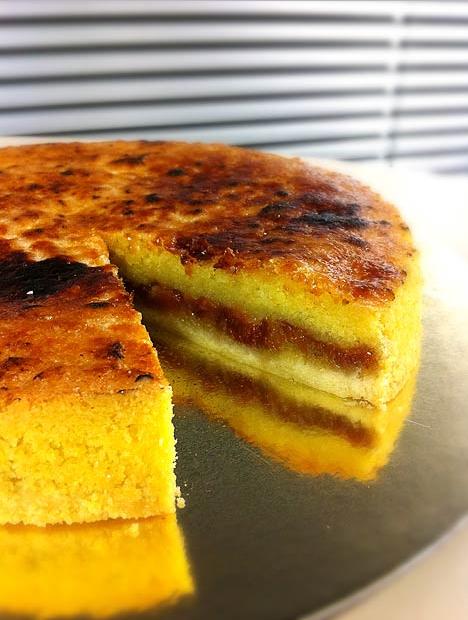 Receita de Torta Brulée de Fubá Cremoso e Goiabada cascão