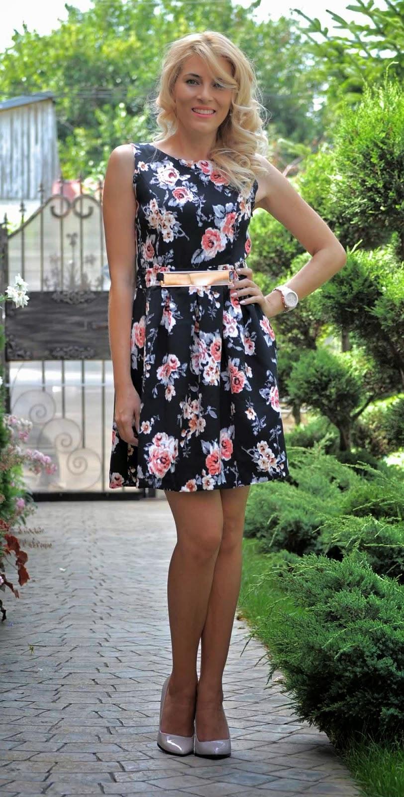 Rochie bleumarin cu flori
