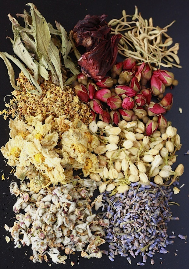 Guide to herbal flower teas like chrysanthemum and jasmine, by SeasonWithSpice.com
