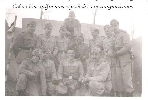 Y para terminar un par de fotos, una en la que se ve a un grupo de soldados de maniobras, con sahariana y otra cuyo protagonista, lleva mono y alpargatas.