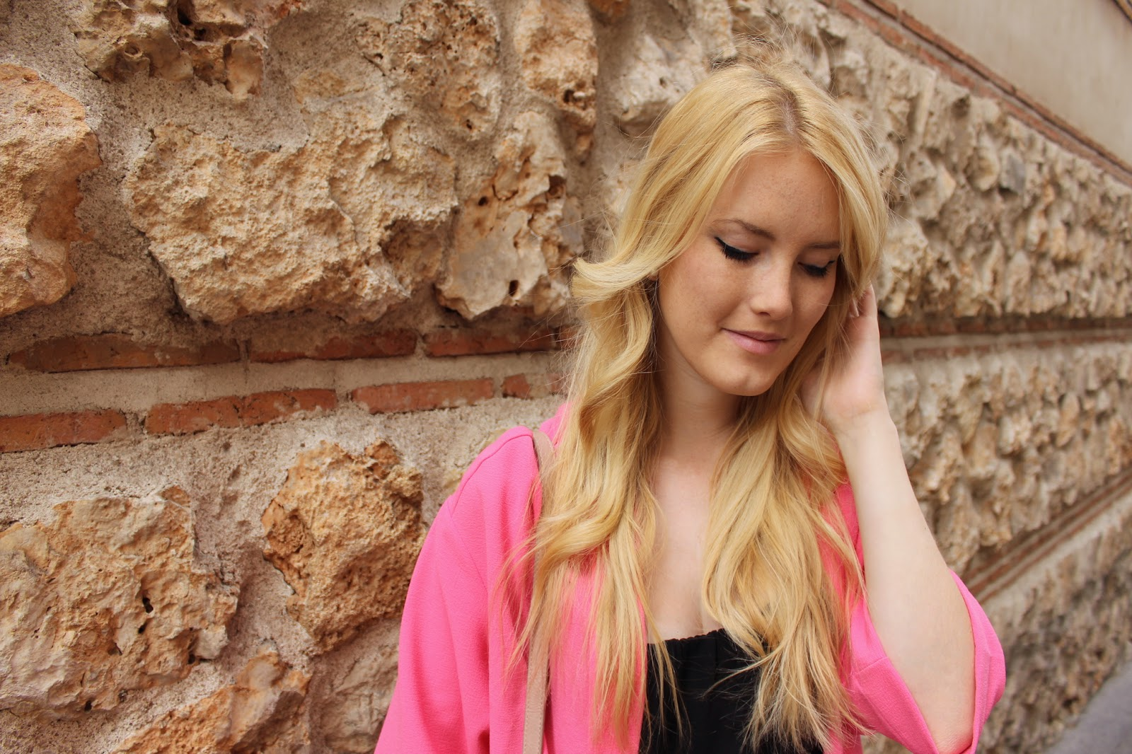 TheBlondeLion Pink Kimono Travel Madrid http://www.theblondelion.com/2015/04/travel-madrid-day-3-pink-power.html