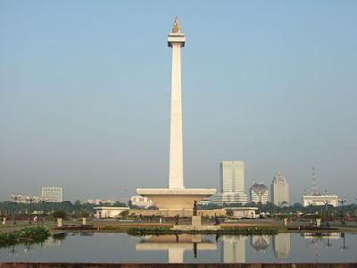 Monumen Nasional ( MONAS )