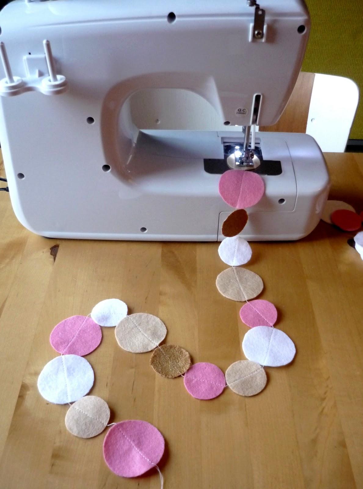 Douceurs et couleurs boules de papier et guirlande en - Guirlande de sapin en papier ...