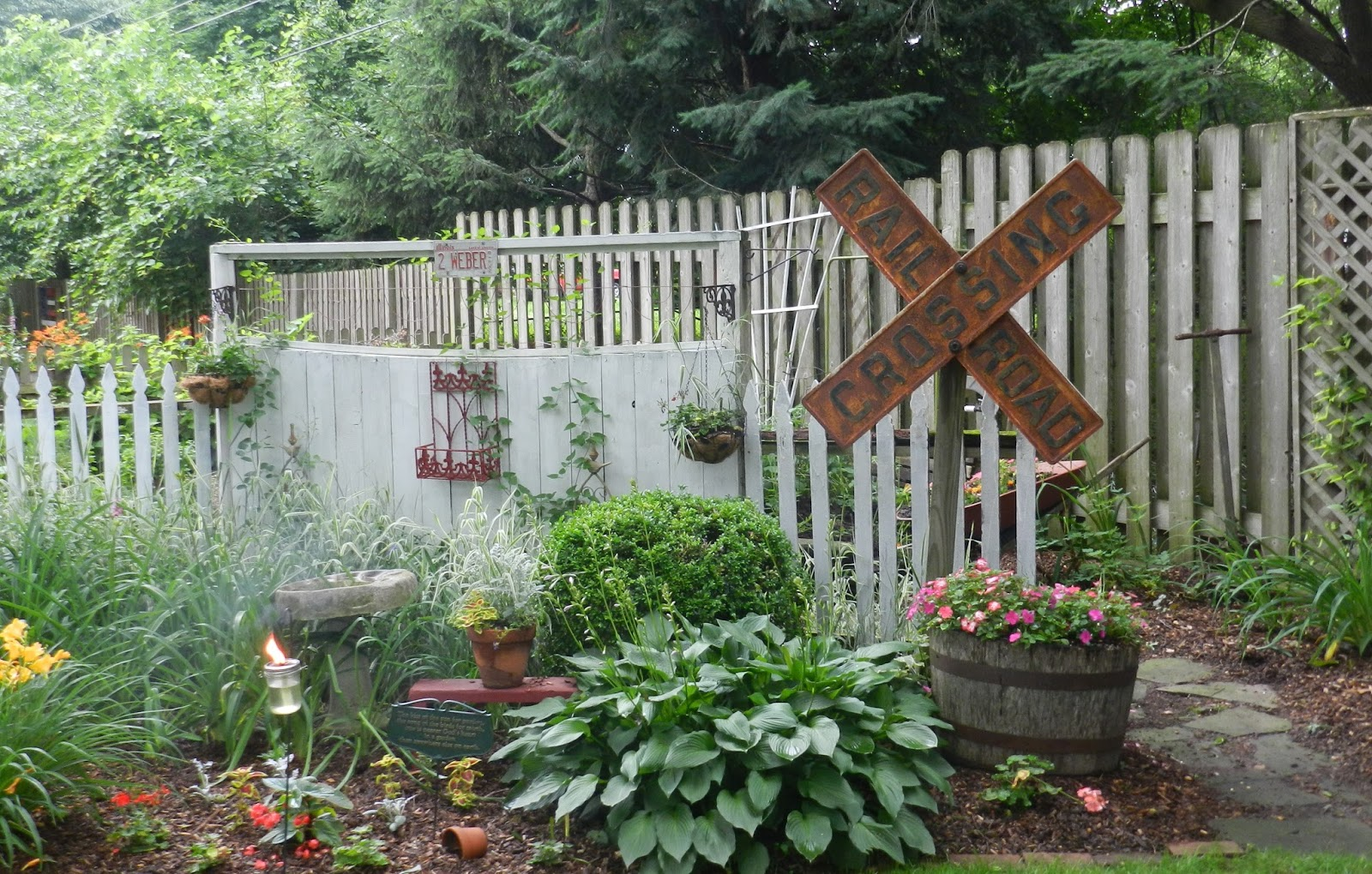 Prairie Rose\'s Garden: Big Ideas in Small Spaces: Garden Walk 2015