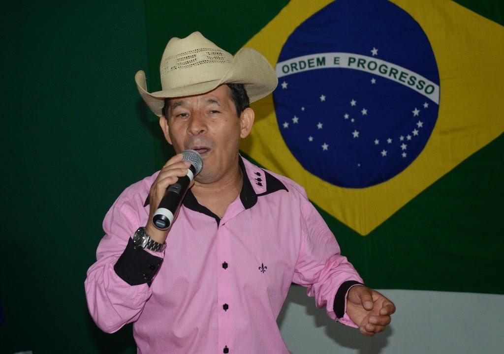 O cantor Gaúcho animou à tarde com muito forró, arrocha e arrasta-pé
