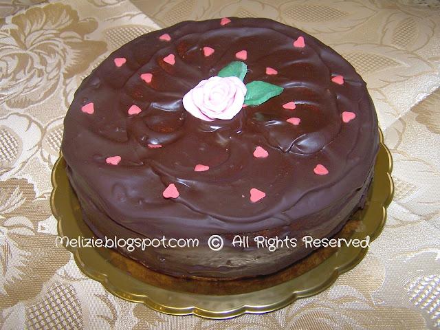 torta golosa ricoperta al cioccolato