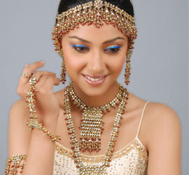 Indian Wedding Jewellery Designs Every Bride Want To Look More Beautiful On Day So Brides Chose Perfect Makeup Dresses And