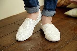 sepatu korea cowok putih