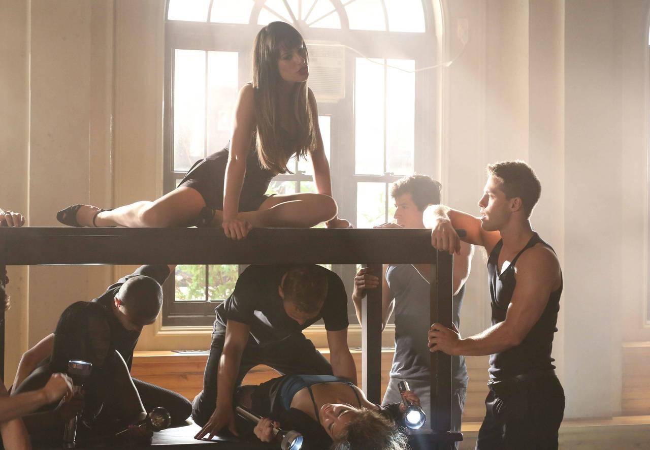 http://4.bp.blogspot.com/-3YR4afbu1Qw/UFix_LtLFyI/AAAAAAAADcQ/Zk8sDEq3ayo/s1600/Glee-Britney-2-0-glee-32064189-1280-886.jpg