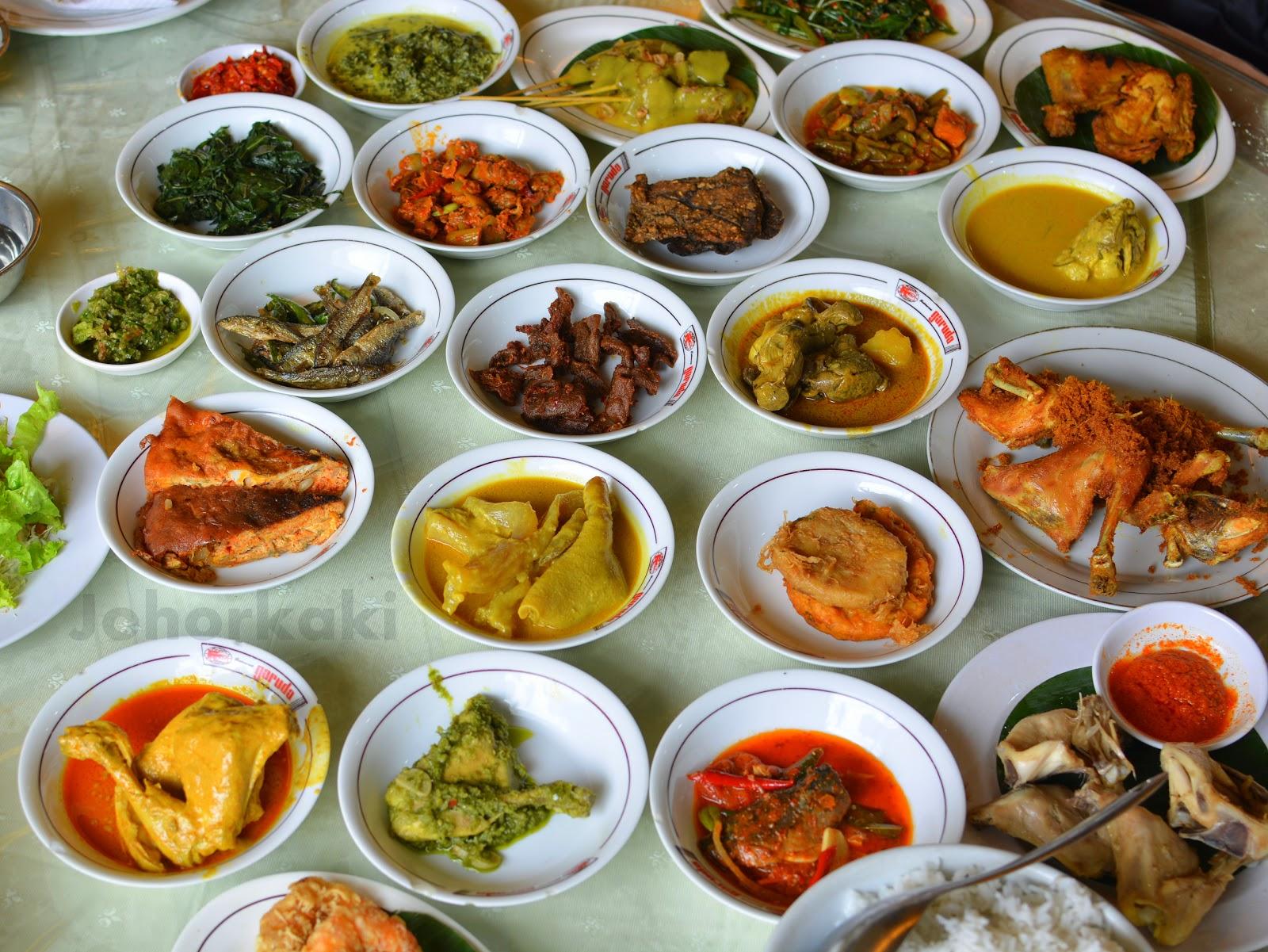 Nasi padang at garuda restaurant in jakarta indonesia for Cuisine kaki
