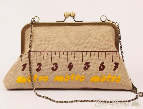 Bolso con estampado de cinta métrica