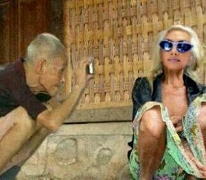 Foto nenek gaul dan kakek gaul sedang exsis