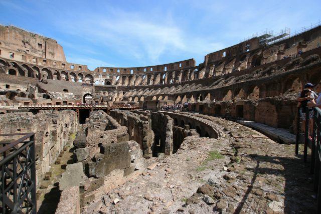 Innenansicht Colosseum in Rom - Frühstück bei Emma - mit Kindern in Rom unterwegs