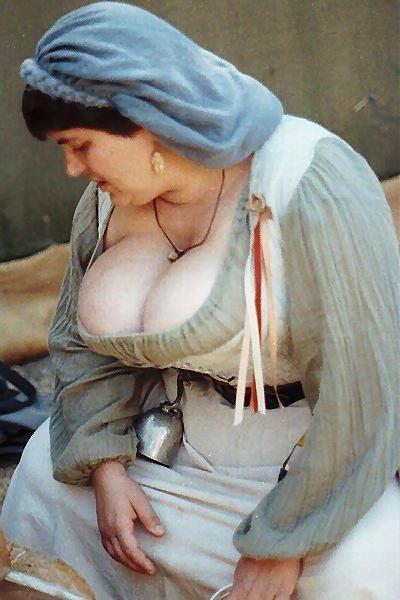 Mais Gordinhas Tetudas Da Feira Medieval