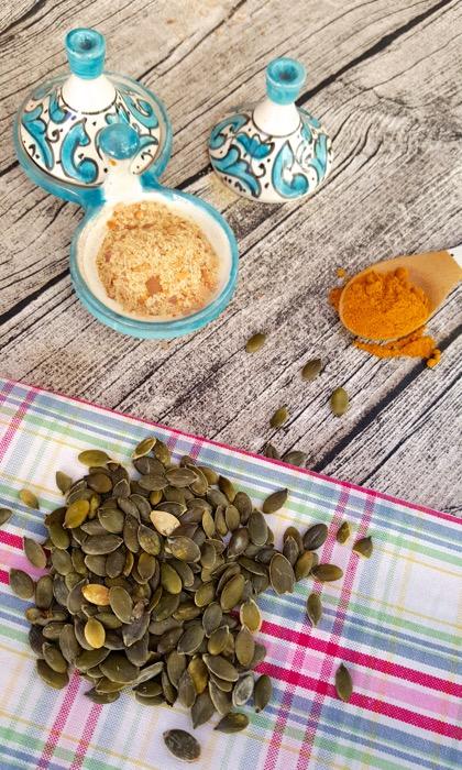 Receta: RAWMESAN. Parmesano vegetal, el sustituto perfecto! (SIN lácteos-SIN gluten) vía www.soyunmix.com