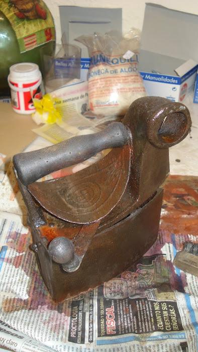 Realización de trabajos de Restauración en madera, metal y porcelana
