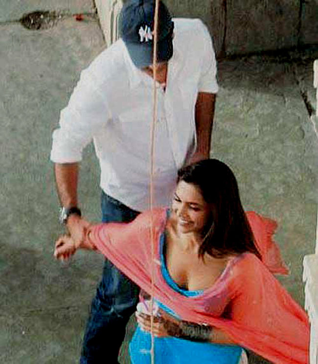 Indecent Proposal Dress On The Sets: Yeh Jawan...