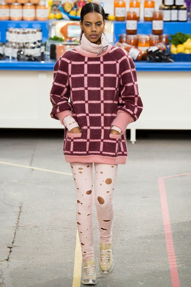 Chanel 2014 AW Light Pink Cropped Top and Matching Leggings with Cutouts