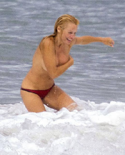 Pamela Anderson Red Bikini France