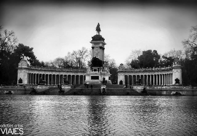 Estanque y monumento a Alfonso XII en el Parque del Retiro