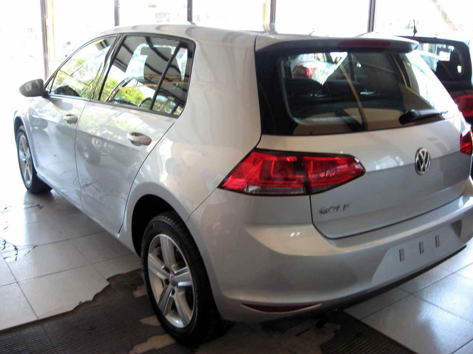 VW Golf Trendline 1.6 16V - Prata Sargas