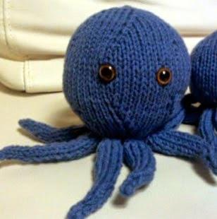 http://translate.googleusercontent.com/translate_c?depth=1&hl=es&rurl=translate.google.es&sl=en&tl=es&u=http://knittingnandu.wordpress.com/2012/08/21/oh-my-attack-of-the-octopi-knitted-octopus-pattern/&usg=ALkJrhiFknx2sBff2ppfDRpScVq297TR0g#more-144