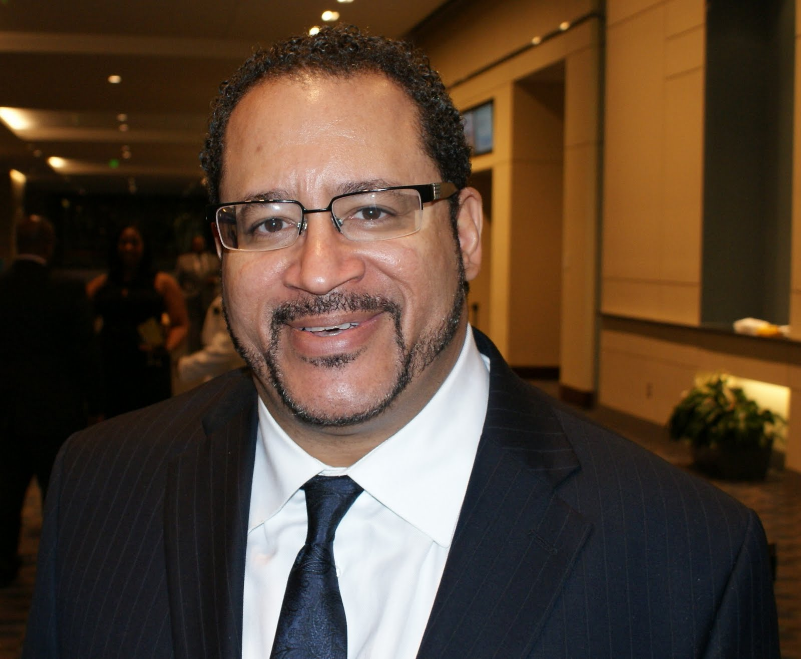 michael eric dyson Michael eric dyson 121k likes i am a bestselling author, professor of sociology at georgetown university, and a contributing opinion writer for the new.