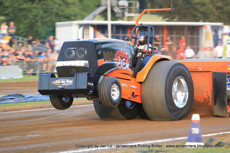 Tractor - Pulling Action Photography