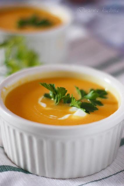 krem z dyni, zupa z dyni na mleczku kokosowym, zupa tajska z dyni