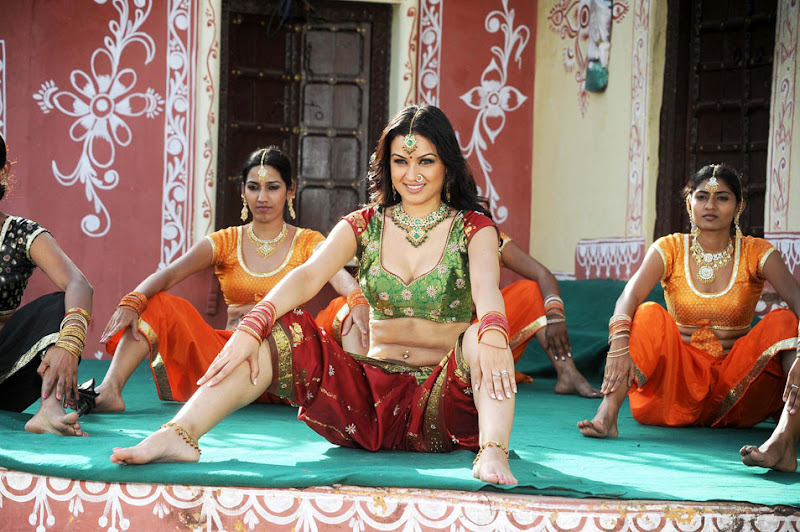 Maryam Zakaria  Iranian Tamil Beautiful Item Actress Hot and Spicy Stills Photoshoot images