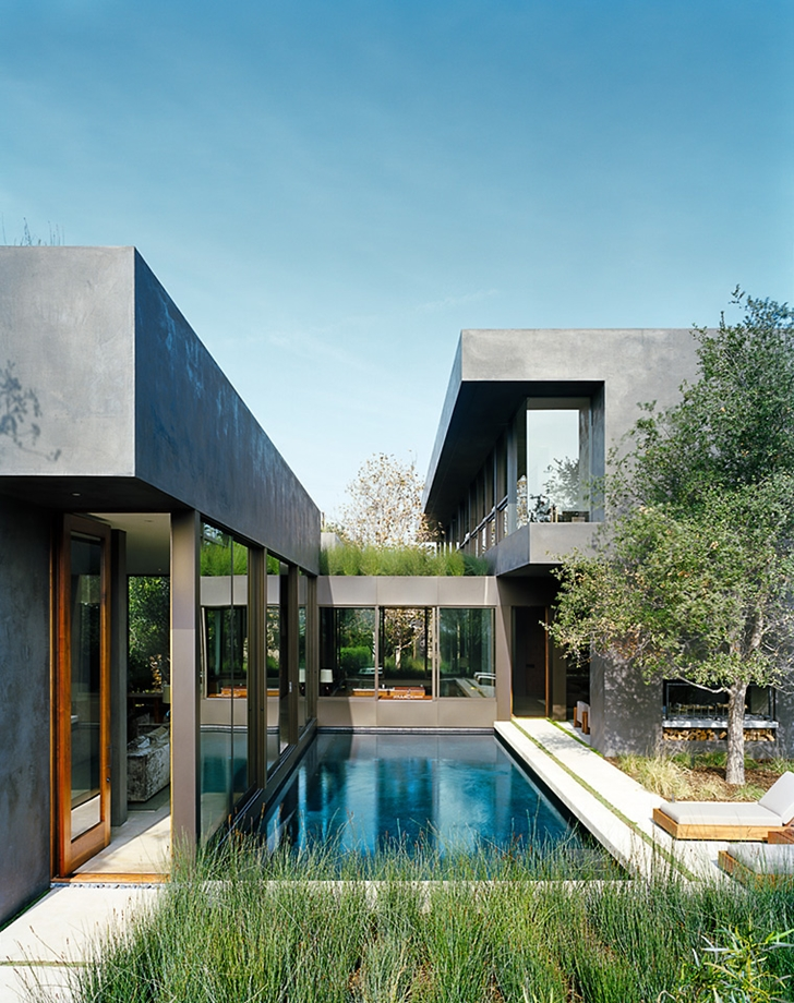 Swimming pool of Vienna Way Home by Marmol Radziner