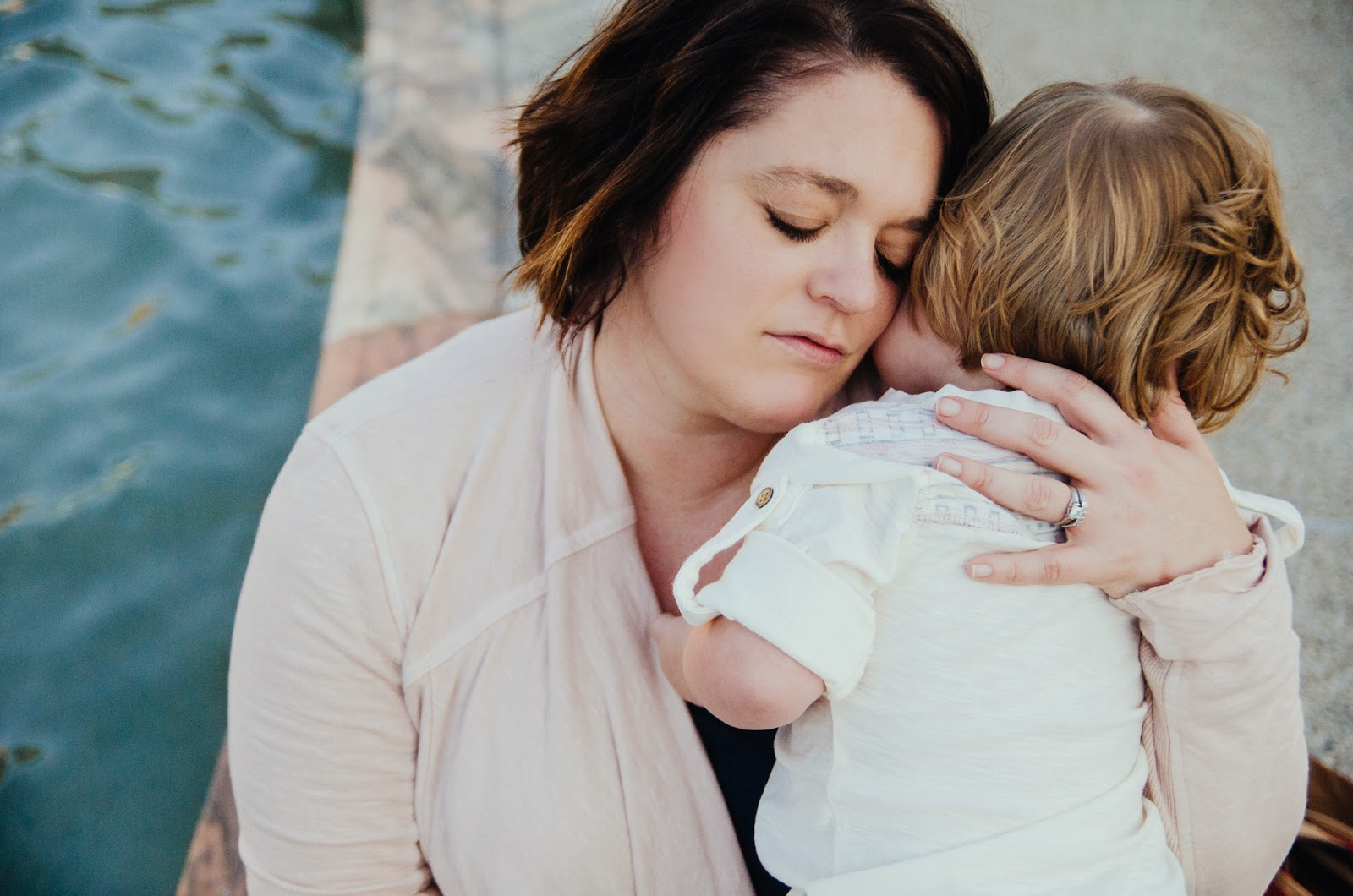 sweet hugs from mommy, indianapolis family photographer