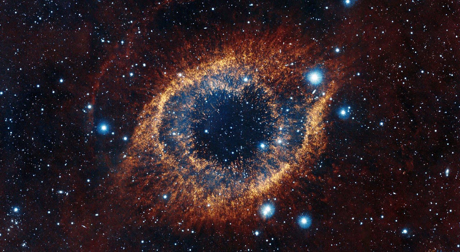 http://4.bp.blogspot.com/-3aK7MOy9jRU/T4cUu2Pb5LI/AAAAAAAAAic/ol7A7yr0RcI/s1600/helix_nebula_infrared.jpg