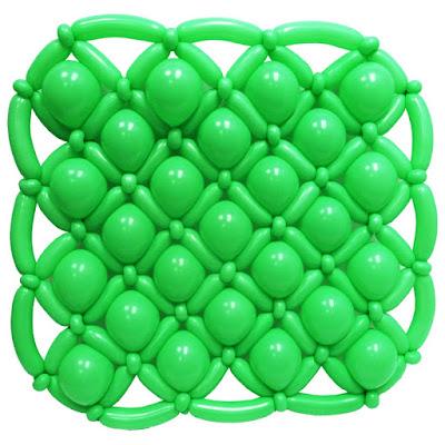 Панно из воздушных шаров на однослойном каркасе