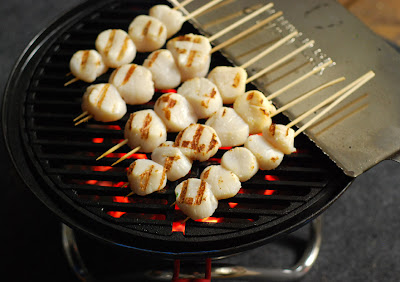 grilled scallop skewer with sweet chile sauce, Big Green Egg scallops, grill dome scallops