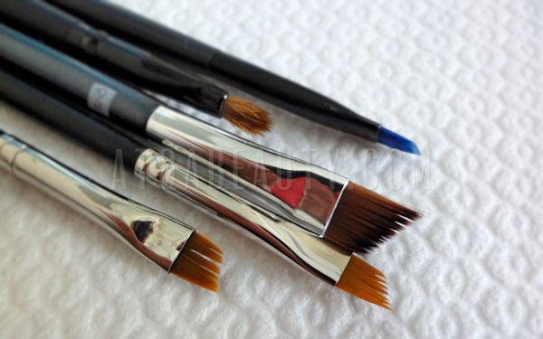 Jak (do)myć pędzle po eyelinerze i korektorze