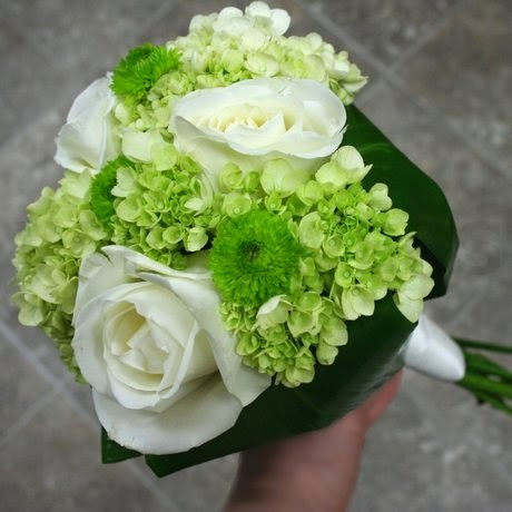 white and green flowers bouquet http refreshrose
