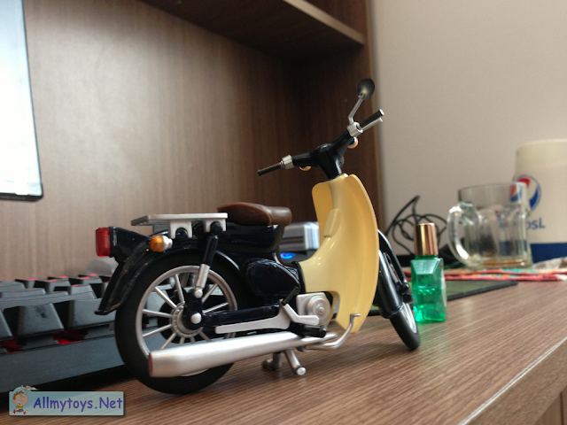 Honda Super Cub model bike toy 4
