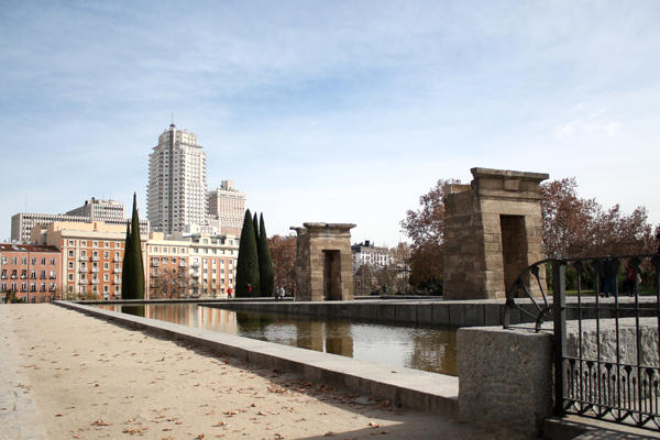 templo de debod y vistas de plaza de españa en Madrid