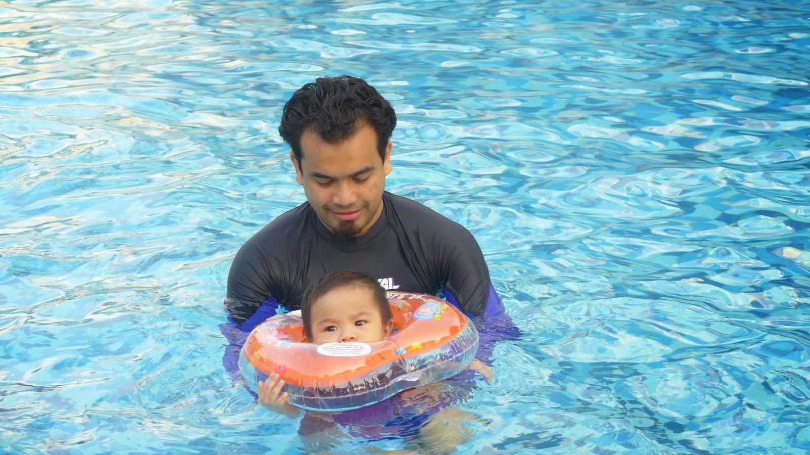 Kelas Tambahan Berenang Baby Di Swimming Pool Grand LEXIS