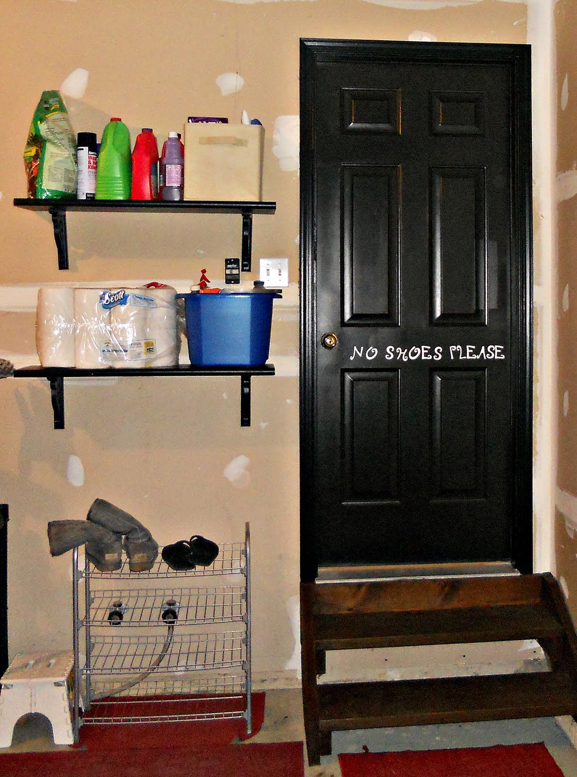 savvy decor laundry room makeover. Black Bedroom Furniture Sets. Home Design Ideas