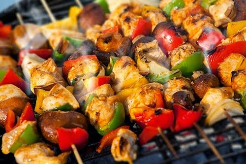 Pinchos de carne y pollo