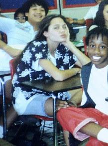 Вижте Анджелина Джоли преди да стане звезда