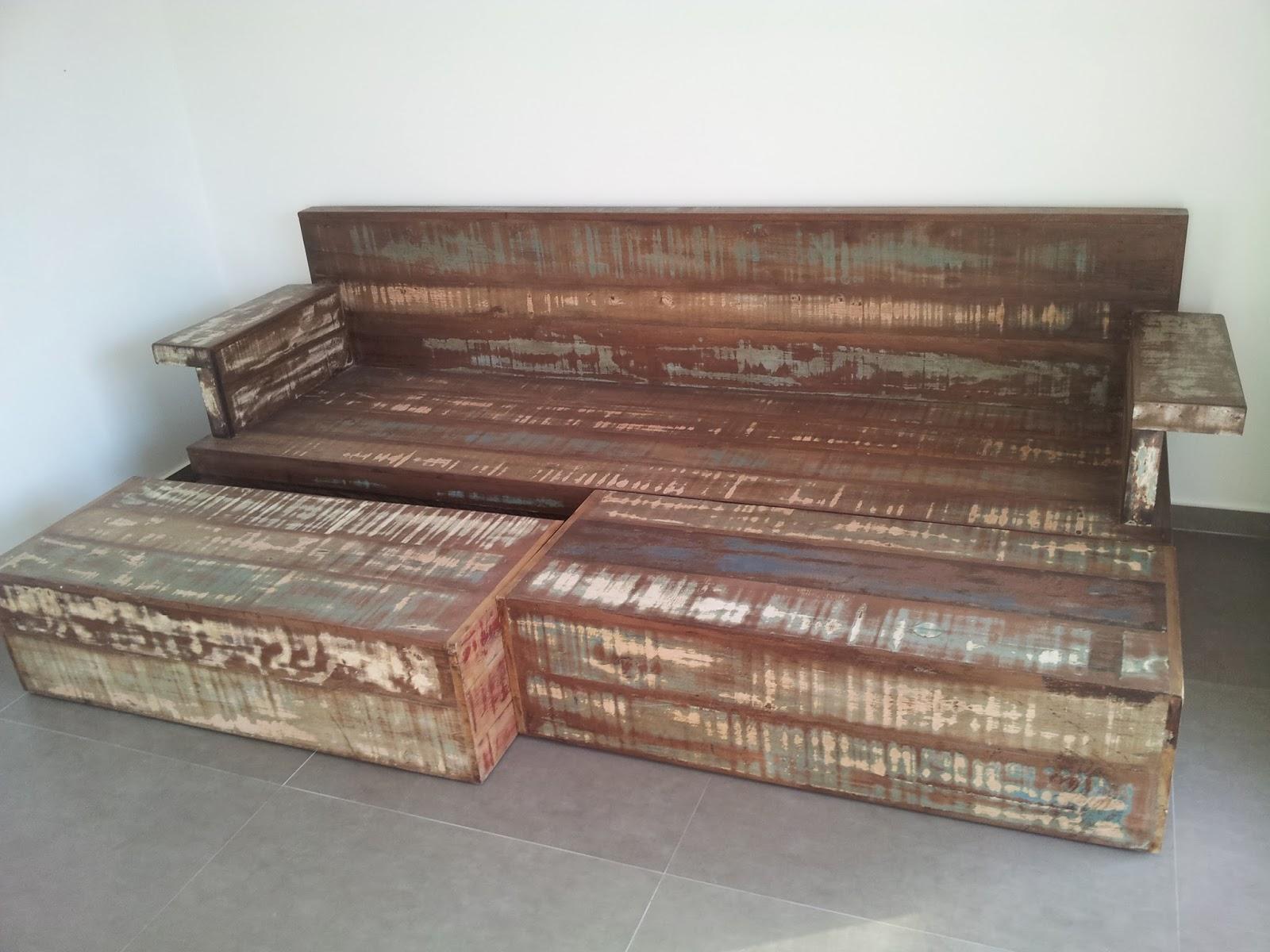 Marcio Pisoni: Sofás feitos com madeira de demolição #7E644D 1600x1200